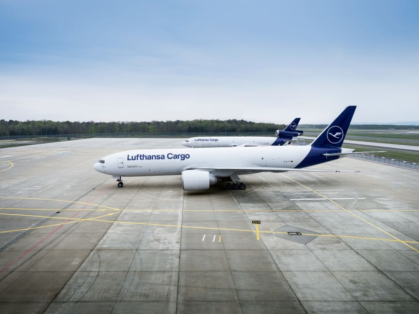 Lufthansa Cargo B777F in front of MD-11F