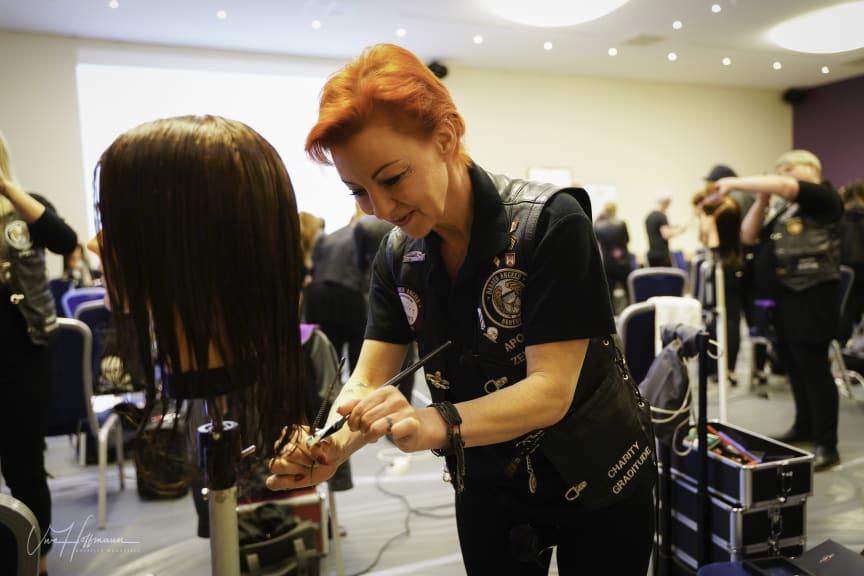 Barber Angel Claudia Mihaly-Anastasio und der Calligraphy Cut