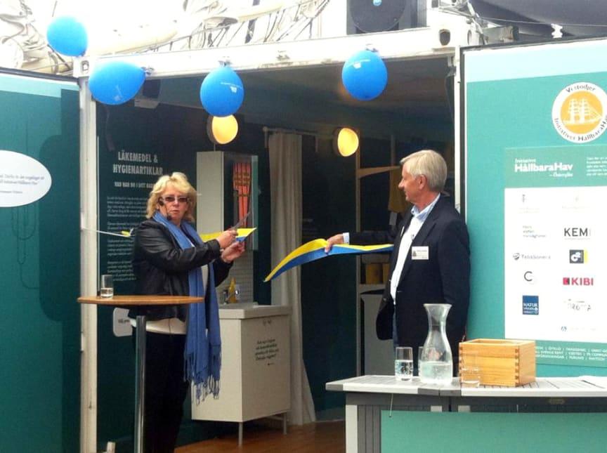 Miljöminister Lena Ek inviger Initiativet Hållbara Havs miljöutställning i Almedalen 2014