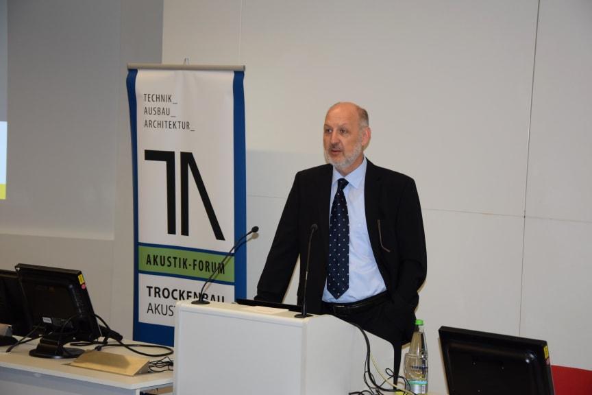 "Moderiert das  Branchentreffen: Thomas Grüning, Chefredaktion ""Trockenbau Akustik""."