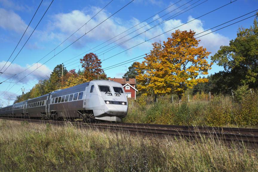 SJ X 2000 Höstlandskap