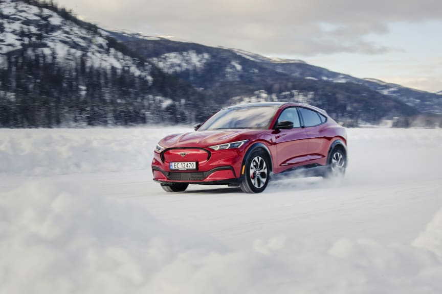 Ford Mustang Mach-E, vinterbilder, Norge, 2021