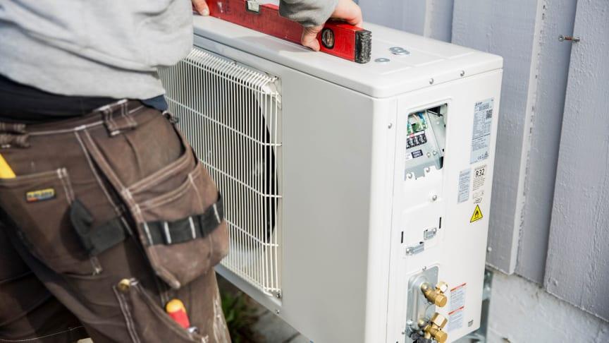 montering av utedel luft-til-luft-varmepumpe