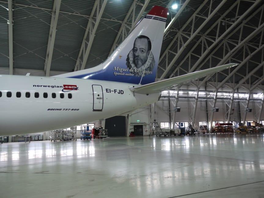 Spanske Miguel de Cervantes, forfatter av den verdensberømte romanen Don Quixote, pryder halen på et av Norwegian sine Boeing 737-800.