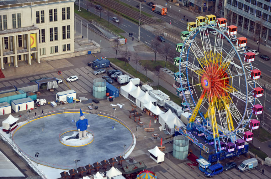 """Der """"Leipziger Eistraum"""" mit Blick auf das Riesenrad und die Eisbahn - Foto: Isabell Gradinger"""