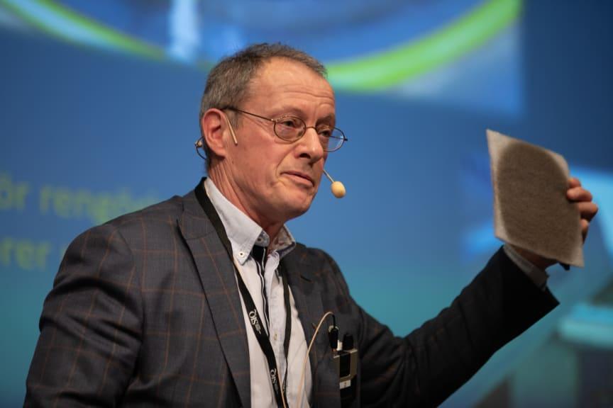 Peter Asplund, United Services, visar Stockholms luft