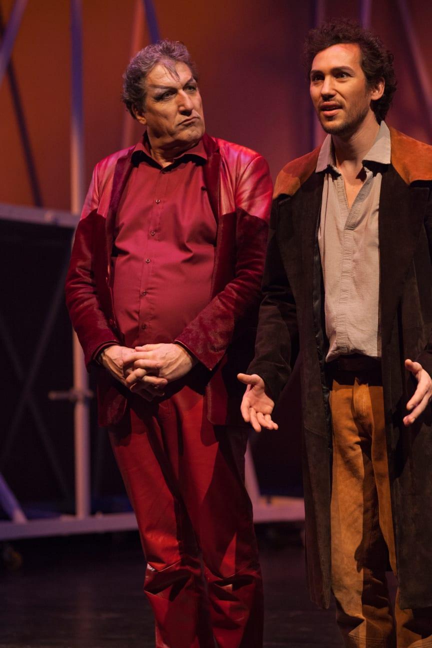Faust 2017 am Goetheanum: Mephisto (Christian Peter) und der junge Faust (Bernhard Glose)
