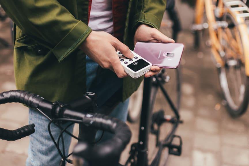 Marknaden för mobila betalningar växer så det knakar - svenskarna positivt inställda till mobila betaltjänster