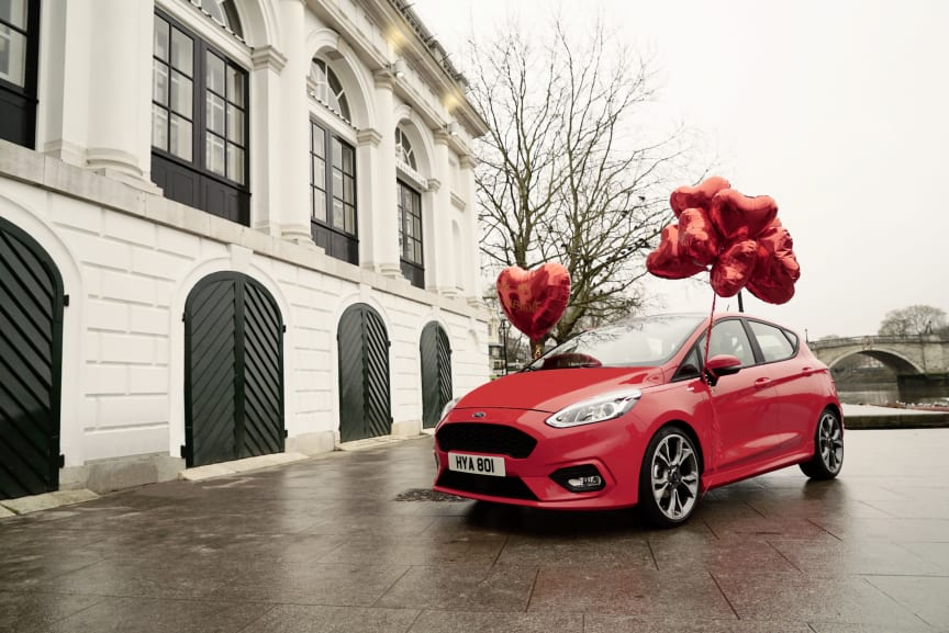 Amor iklæder sig forklæde denne Valentine's Day