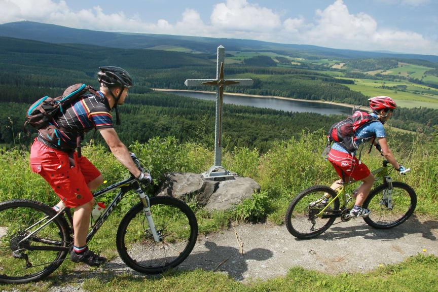 Zweiradliebe_im_Erzgebirge_Stoneman__Gipfel_Baerenstein_Foto_TV Erzgebirge e.V.
