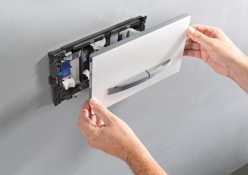 Geberit Duofresh -hajunpoistomoduuli asennettuna Sigma50-huuhtelupainikkeen taakse