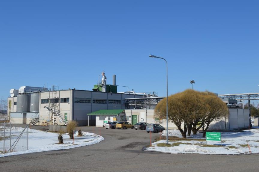 Konkreettisia toimia. Energiaremontti leikkaa kolmanneksen Chemigaten Mietoisten tehtaan hiilijalanjäljestä. Tehtaalla valmistetaan erilaisia reagensseja.