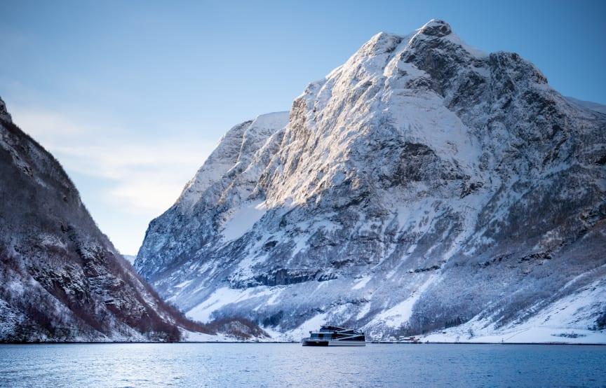 Om bord helelektriske Future of The Fjords nyter man stillheten i verdensarven