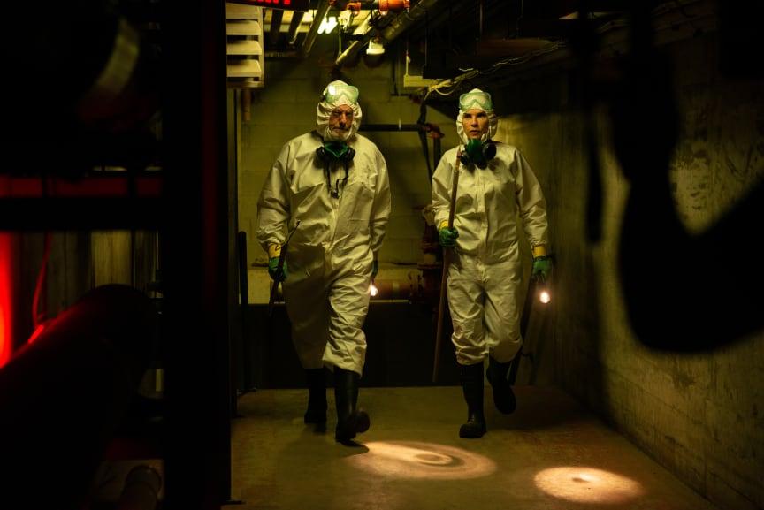 Dr. Nancy Jaax og Wade Carter i laboratoriet