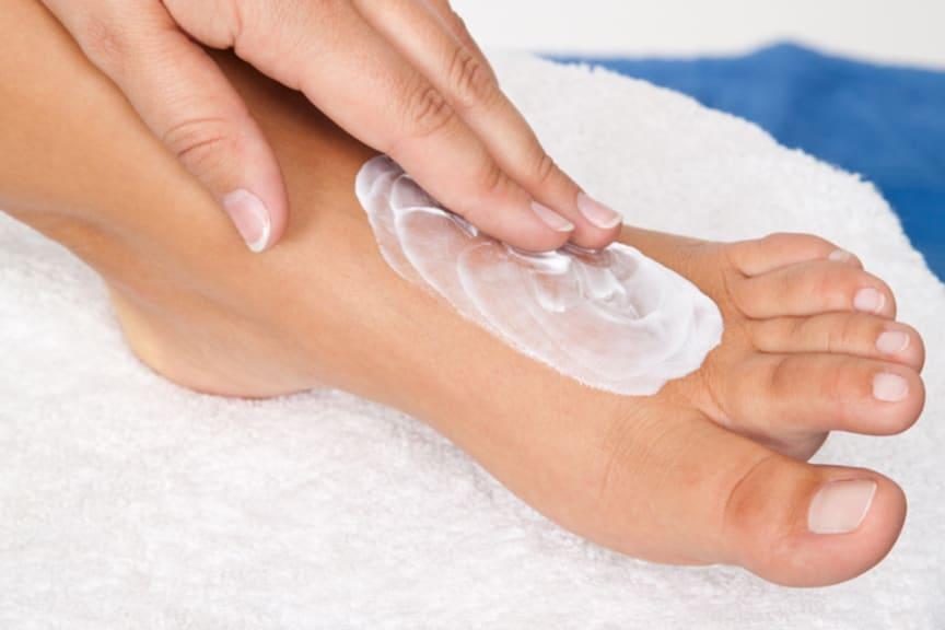 Trockene Haut vermeiden, heißt für Diabetiker: dem gefährlichen Diabetischen Fußsyndrom vorbeugen
