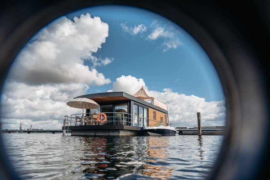 Schwimmendes Haus auf Bärwalder See (Lausitzer Seenland)