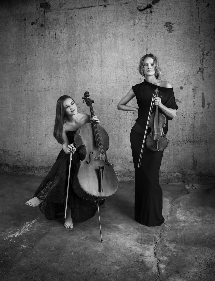Frida Fredrikke Waaler Waervågen (cello) och Tove Lund (violin), foto: Christian Coinbergh