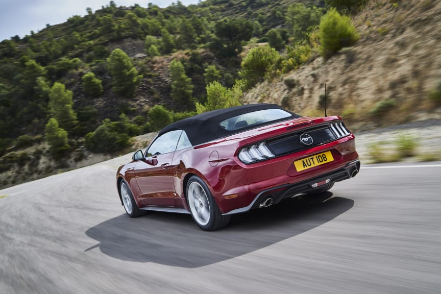 FORD MUSTANG 2017 (6)