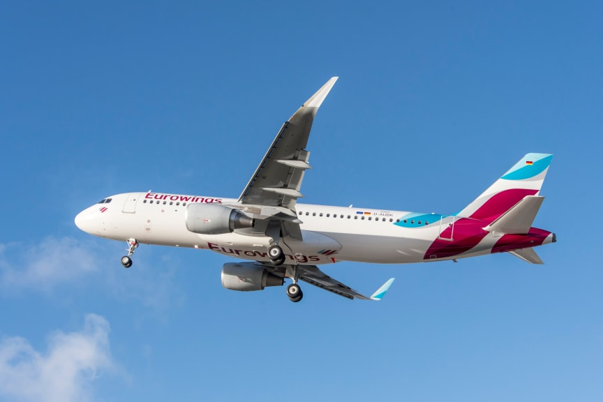 Eurowings_A320_Blue_Sky.jpg