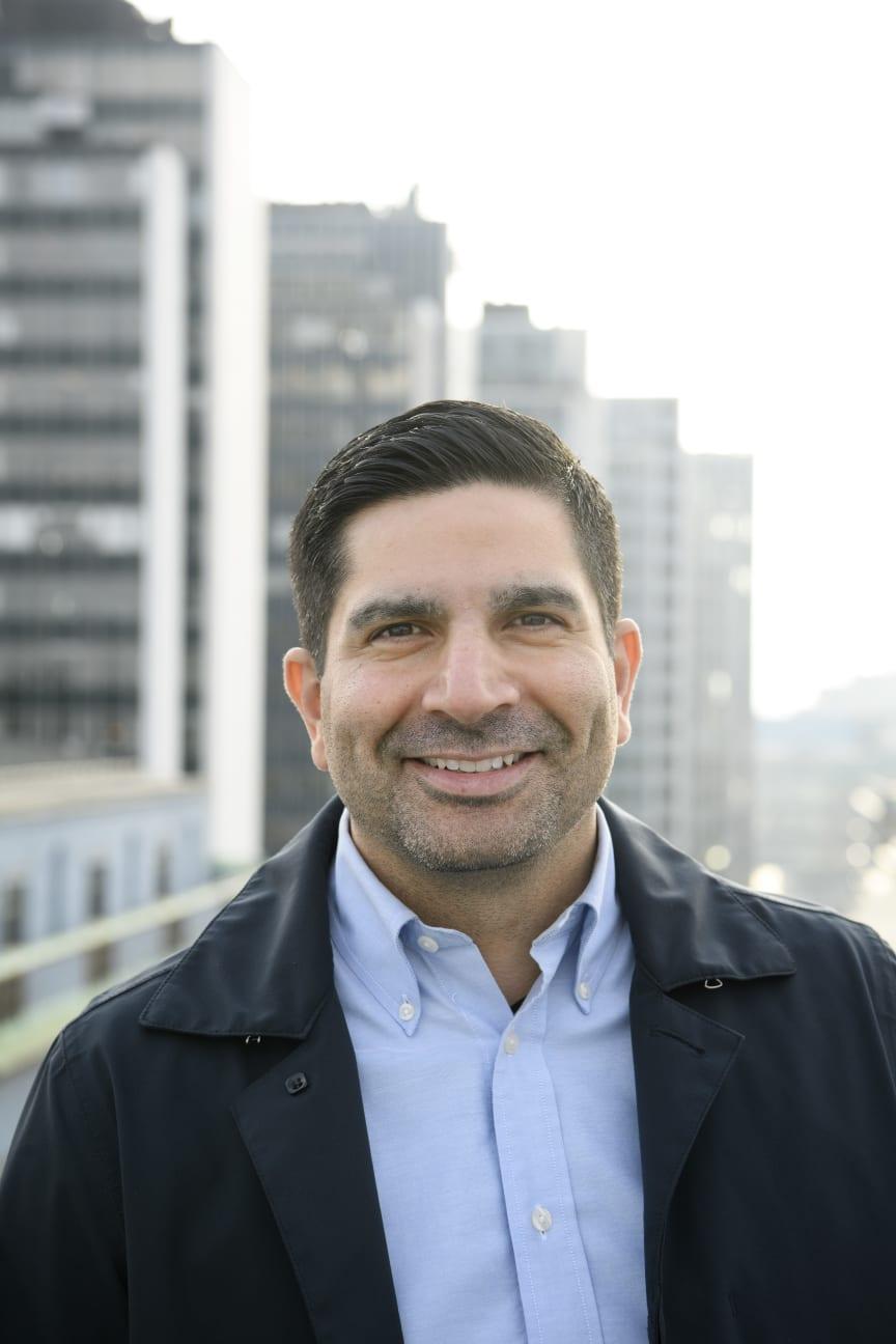 Andres Suazo, nätexpert