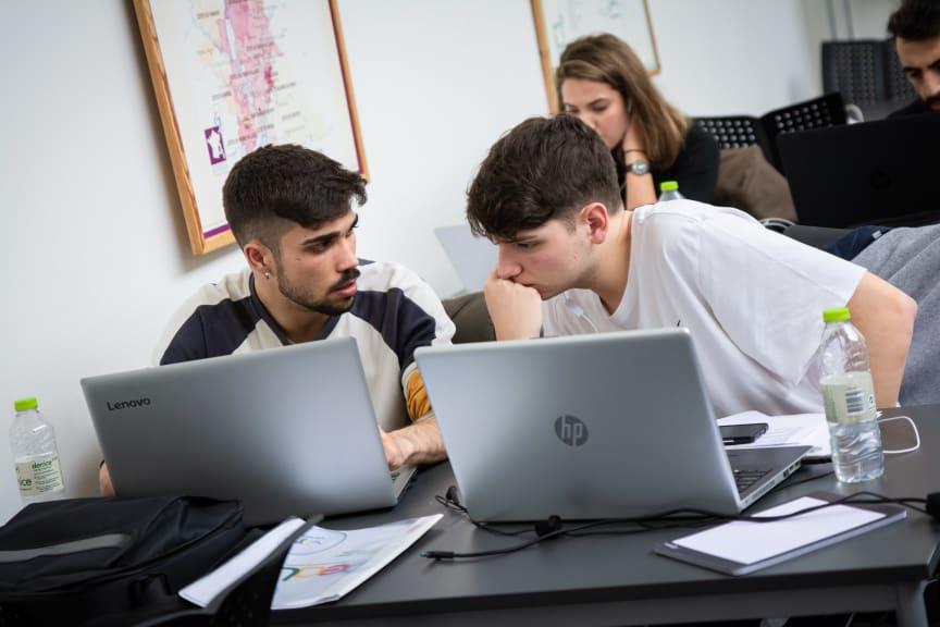 Studerende i projektarbejde