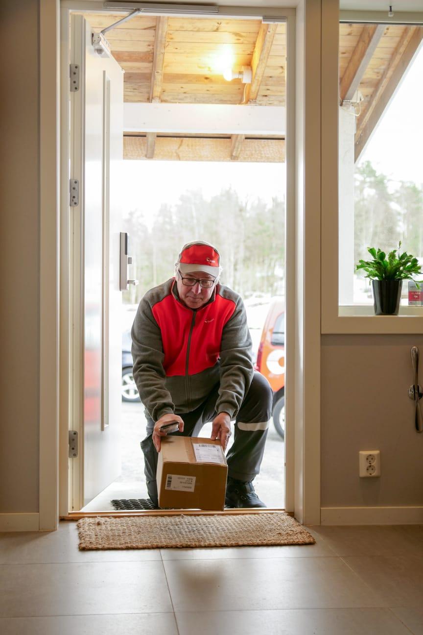 Levering av pakker innenfor døren når du ikke hjemme.