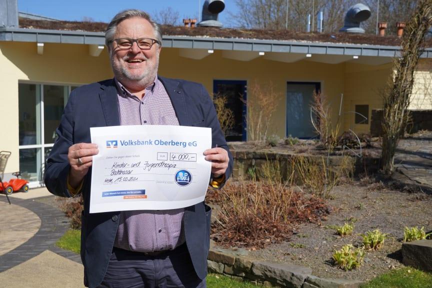 Rüdiger Barth, Hospizleiter des Kinder- und Jugendhospiz Balthasar in Olpe ist dankbar für die Spende von BPW.