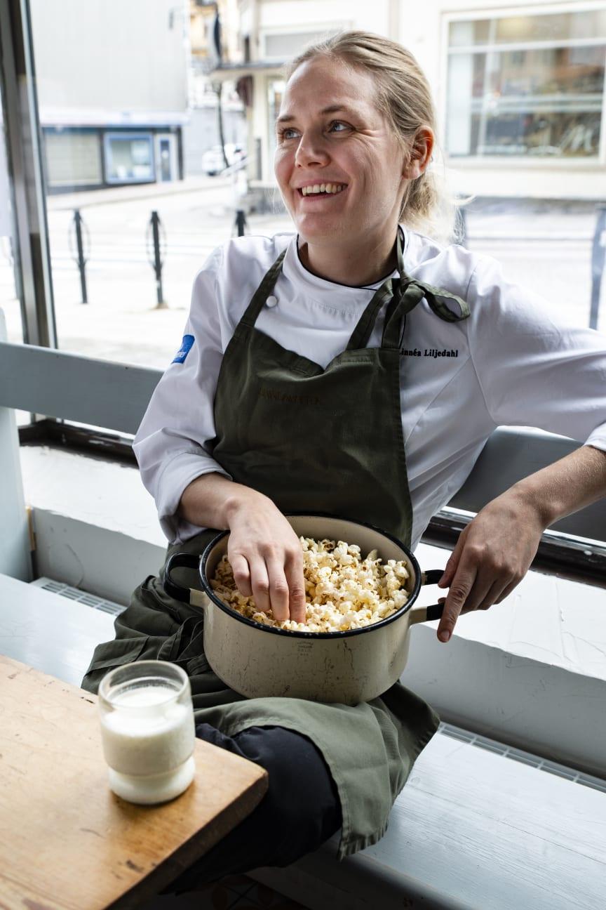 Linnéa Liljedahl har tagit fram en meny med sju moderna rätter som gör sig som allra bäst med norrländsk mjölk. Foto Norrmejerier