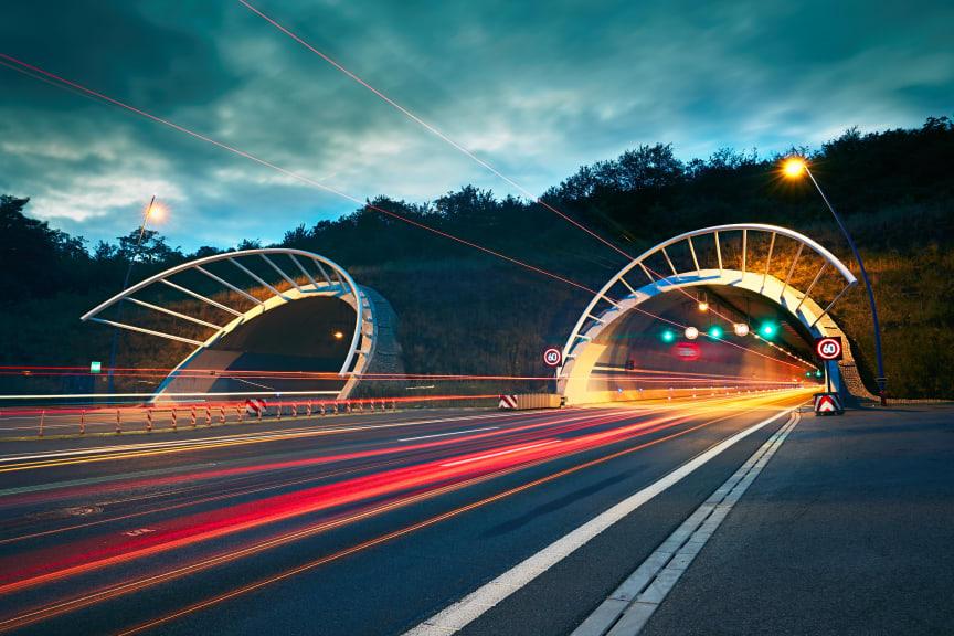 Ökat skydd och bättre trafiksäkerhet med Stos nya tunnelbeläggning.