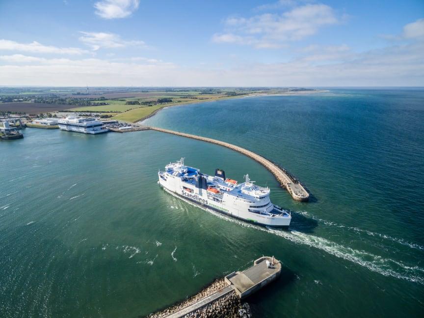 Scandlines Hybrid Ferry - BorderShop Puttgarden
