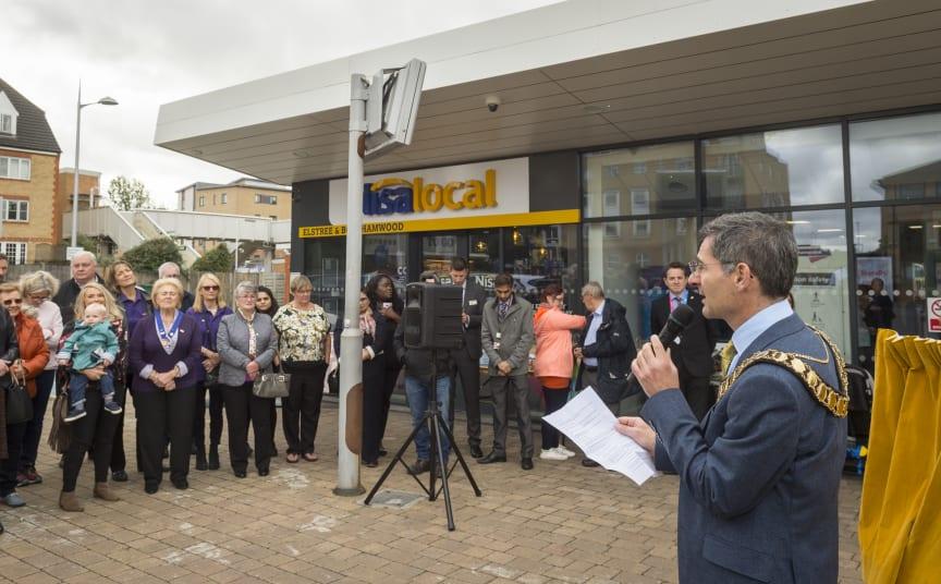 Town Mayor Cllr Simon Rubner speaking