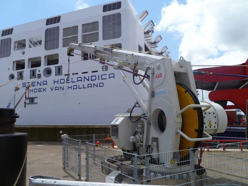 Cavotec AMP telescopic crane connects electrical power to Stena Hollandica