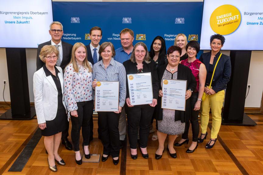 Bürgerenergiepreis_Niederbayern_2019_Gruppenbild_Preisträger