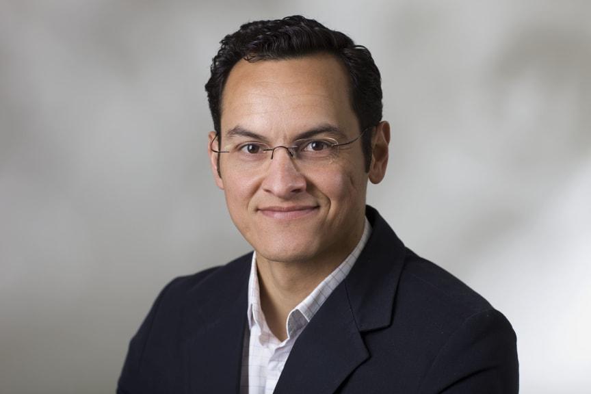 Flavio Santos, Schneider Electric