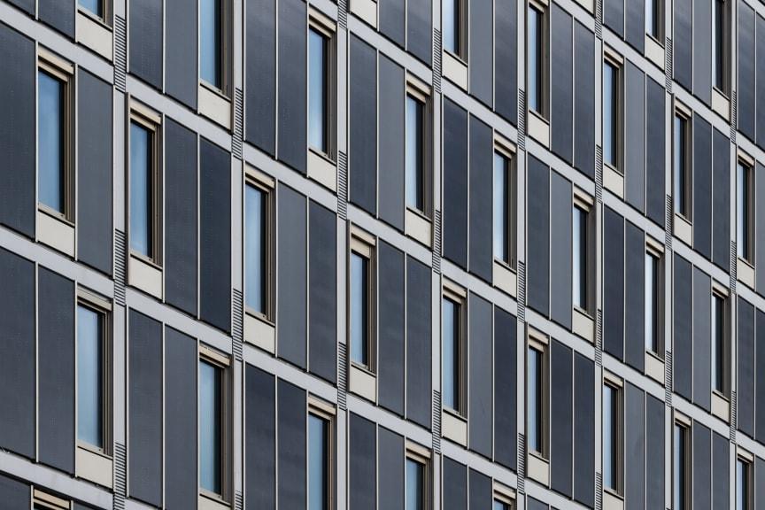 Solcellsklädd fasad