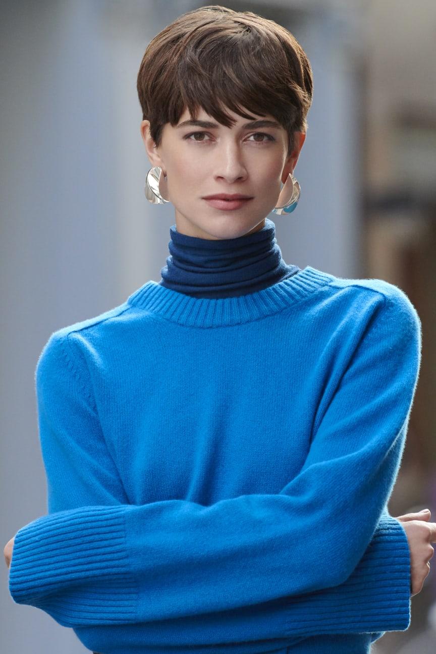 Glitter earrings 159 nok - model pic