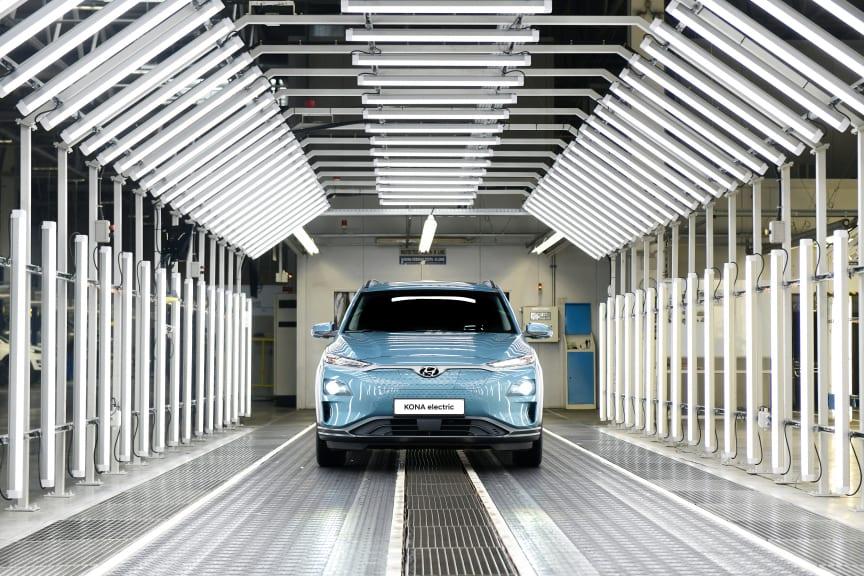 Hyundai_Kona_electric_Werk_Nosovice_175
