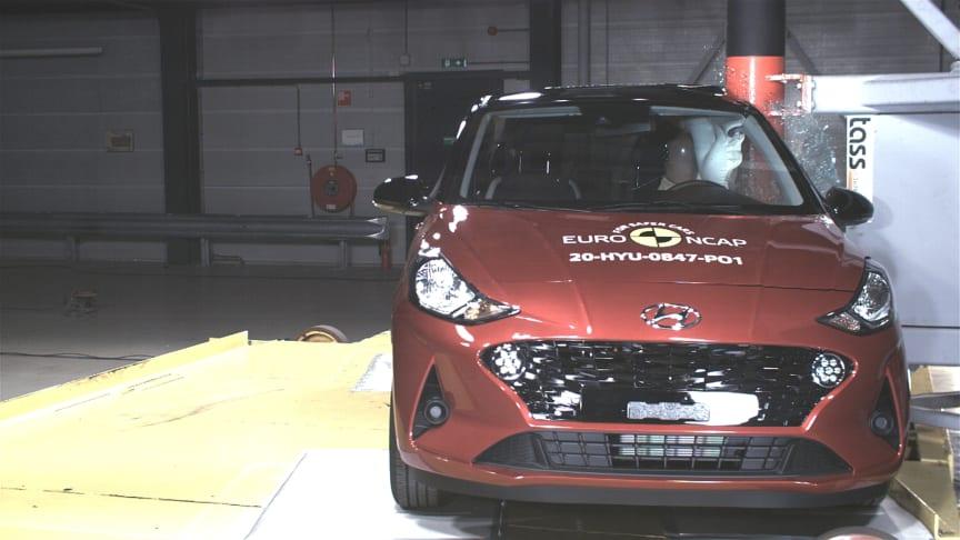 Hyundai i10 - Side Pole test 2020