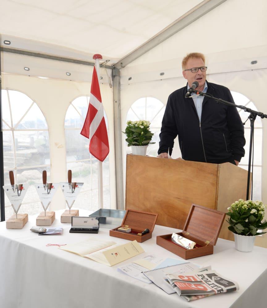 Borgmester Peter Sørensen holdt tale inden grunddokumentet blev muret ind