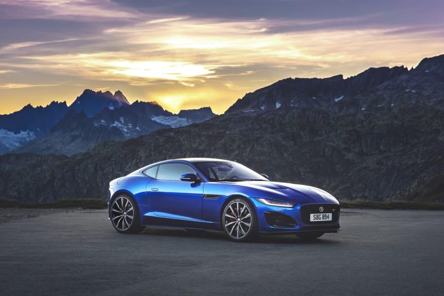 Jag_F-TYPE_R_21MY_Velocity_Blue_Reveal_Switzerland_02.12.19_03