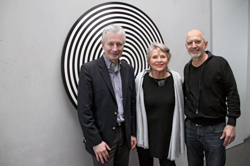 """Geförderter Künstler Jürgen Paas übergibt """"WONDERWHEEL"""" an Kunstversicherer"""
