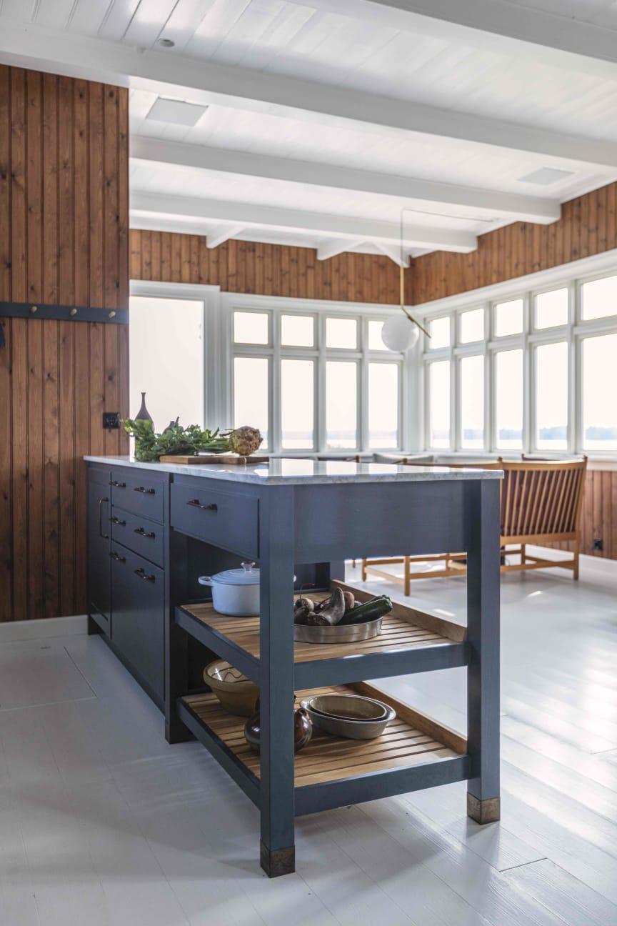 Køkkenøen med både åben og lukket sektion