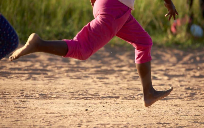 Barn i Zimbabwe tränar inför Jorden runt-loppet för en bättre värld