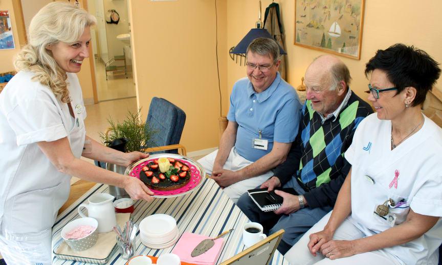 Blidö vårdcentral firar med tårta