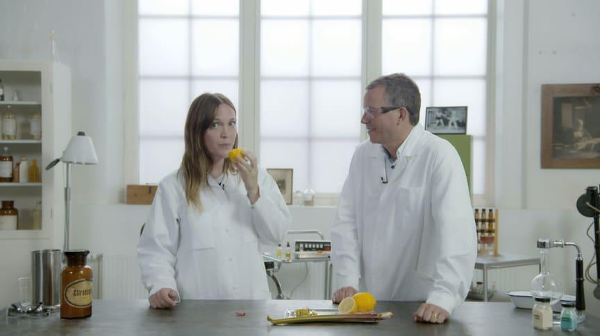 Brita Zackari och Ulf Ellervik i UR:s Grym kemi