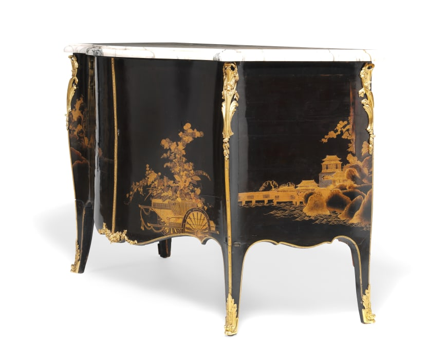 John Cobb, attributed: A George III bombe commode. c. 1765-70. Estimate: DKK 1.5 mill. / € 200,000