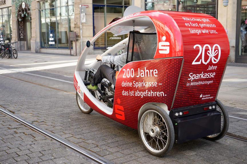 biketaxi-Rikscha im Sparkassen-Design