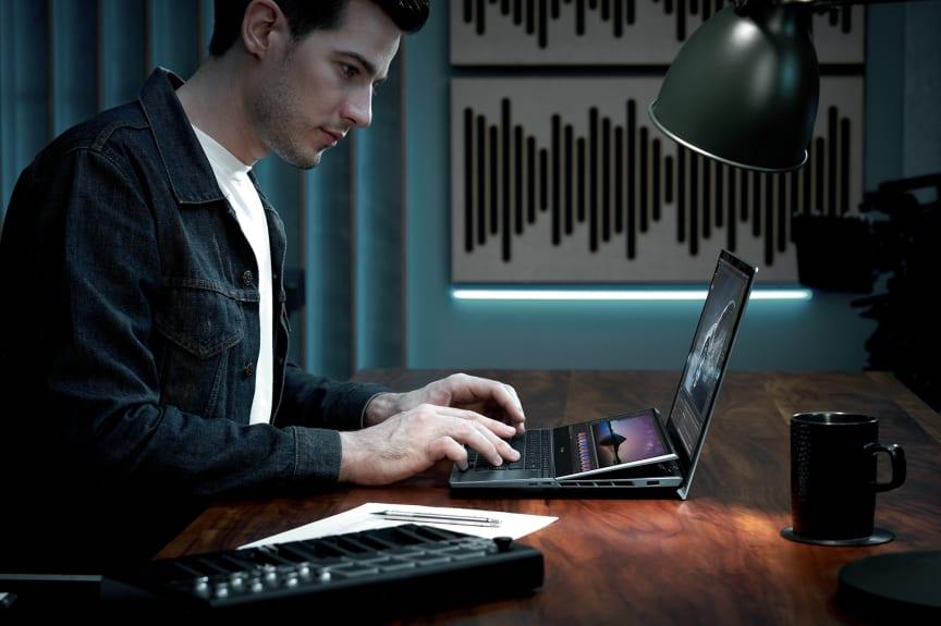 ZenBook Pro Duo 15 OLED_UX582_Scenario photo_04.jpg