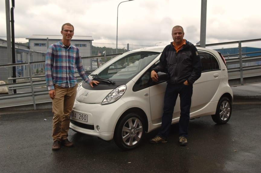 Peter_Sundfeldt_och_Berne_Kennborn_med_Peugeot_iOn.
