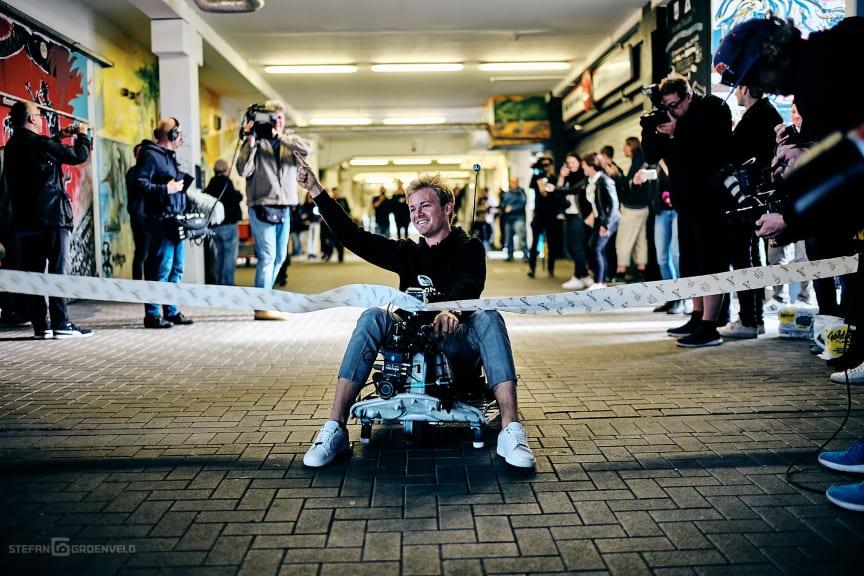 Der Sieger beim 1. sozialen E-Kartrennen im Millerntor-Stadion: Nico Rosberg